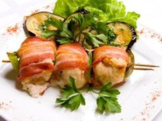 Kushi yaki (Pequeñas brochettes de panceta ahumada y espárragos y de langostinos y cebolla de verdeo)