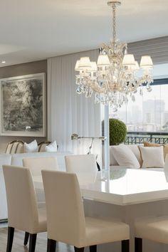 Lustre de cristal estilo Maria Thereza para decorar salas de jantar. As cúpulas deram um charme na ambientação deste lustre. www.ldicristais.com.br