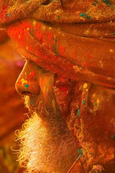 ♔ People from around the World: Holi Colours - Mathura, India ❤ Holi Festival Of Colours, Holi Colors, Goa India, We Are The World, People Around The World, Cultures Du Monde, Coffee And Cigarettes, Amazing India, Orange Aesthetic