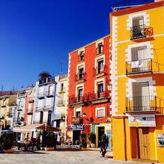 Saludos desde #Alifornia! Hoy con estas casas de colores de #Villajoyosa. :)) #Alicante #CostaBlanca #ComunidadValenciana