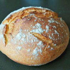 Pain a la cocotte    mehr dazu auf dielittiskochen.wordpress.com Pain, Wordpress, Dutch Oven, Bread, Kuchen, Food Food