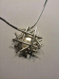 Zilveren hanger. Geborsteld zilver