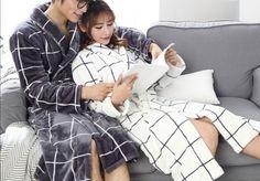 Peignoir couple doux hiver  Peignoir femme à carreaux blancs, idéal pour rester chez soi  Peignoir homme à carreaux gris, idéal pour des journées cocooning  #style #couple