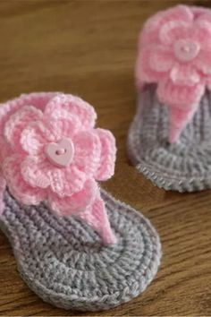 Easy Bunny Cable (Knitting Pattern) Crochet Baby Sandals, Baby Girl Crochet, Crochet Baby Clothes, Crochet Hats, Booties Crochet, Cable Knitting Patterns, Knitting Yarn, Knitted Flowers, Pink Gifts
