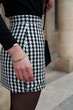 Coudre la jupe Sister Mini de Vanessa Pouzet • Cha's Hands Flower Embroidery Designs, School Dresses, Couture Sewing, Winter Skirt, Blazer Dress, Beret, Streetwear Fashion, Dressmaking, High Waisted Skirt