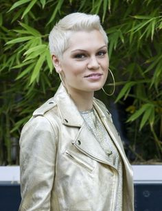 Jessie J's Most Memorable Hair Transformations Jessie J, Money Songs, Shave Her Head, Short Styles, Hair Transformation, Androgynous, In A Heartbeat, My Idol, How To Memorize Things