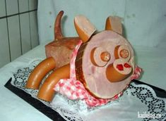 This little piggy went in my mouth. Meat Art, Party Buffet, This Little Piggy, Food Displays, Russian Recipes, Creative Food, Food Art, Tea Party, Christmas Diy