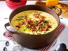 Richtig leckere Rezepte für Wintersuppen: Wenn die Temperaturen fallen, steigt die Lust auf Deftiges. Unsere Suppen machen satt und wärmen von innen auf.