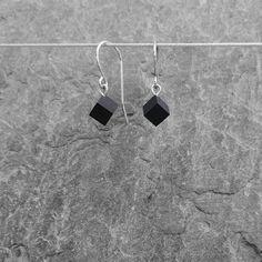€25 · élieBois / Boucles d'oreille en bois: ébène. Apprêts en argent  Wooden earrings: ebony and silver. Silver finishes. Creations, Wall Lights, Drop Earrings, Jewelry, Wooden Earrings, Small Stud Earrings, Wooden Jewelry, Boucle D'oreille, Appliques