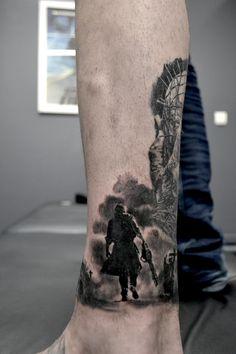 tatouage phare mer par stephane bueno tatoeur studio black corner tattoo #tattoo #tattoos #tattooed #tattooart #tattooartist #tattooshop #ink #inked #sleeve #horror #movie #leatherface #tronconneuse #gore #dark #art #artist #tatouage #tatouages #homme #realistictattoo #blackandgreytattoo #stephanebueno #blackcornertattoo