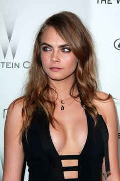 Cara Delevingne knows that party hair needn't be high maintenance. Just check out the way she's styled her side plait with a cute black rucksack at the ELLE Style Awards ASOS Fashion News. Cara Delevingne Bikini, Cara Delevingne Haar, Cara Delevingne Eyebrows, Poppy Delevingne, Girl Celebrities, Beautiful Celebrities, Gorgeous Women, Celebs, Look Fashion