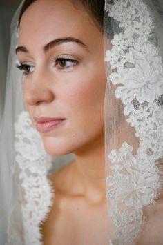 Beautiful bridal makeup, bridal veil    www.jodiehazlewood.com