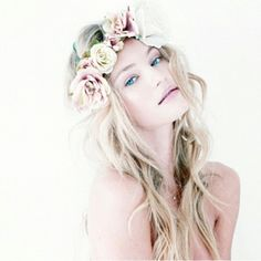 Loose Curly Hairstyle with Flower Crown ♥ Simple and Natural Wedding Hairstyle
