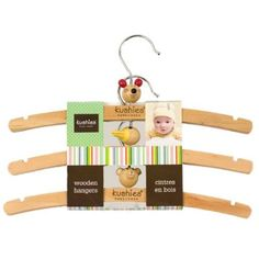 3 pack of wooden baby hangers to hang baby Pipers clothing (clothing)