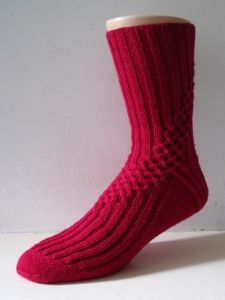 Ravelry: Liab pattern by General Hogbuffer - Bright purple! Crochet Socks, Knitted Slippers, Slipper Socks, Knitting Socks, Hand Knitting, Knit Crochet, Knit Socks, Lots Of Socks, My Socks