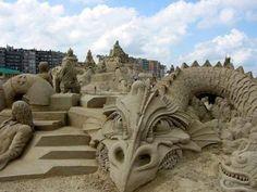 Sand Sculpture of Dragon and Castle Ice Sculptures, Sculpture Art, Best Travel Deals, Sand Art, By Train, Faeries, Belgium, Mount Rushmore, Cool Photos