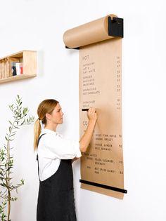 Rodillo de estudio montado en pared George & Willy-negro   Etsy Coffee Shop Design, Cafe Design, House Design, Deco Restaurant, Restaurant Design, Black Interior Design, House Wall, Black Walls, Black Decor
