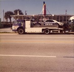 Don Gregory's rig in front of a Daytona restaurant before heading out to the World Series in Toy Hauler Trailers, Late Model Racing, Custom Hot Wheels, Old Race Cars, Transporter, Vintage Race Car, Train Layouts, Drag Cars, Ford Trucks