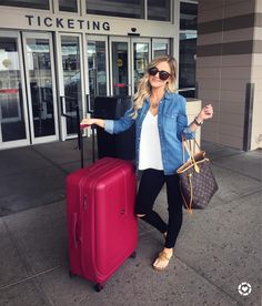 Amanda West: And we're off ☀️✈️ Traveling in style and giving you the complete low-down on my awesome luggage on the blog today! No joke - my bag weighs itself  #winning!