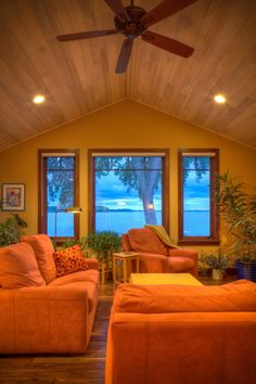 Bright Gorgeous Living Room With Vaulted Ceilings This Home Was Designed By Udvari Solner