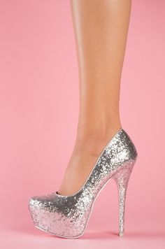 Glitz - Astilla damas dresses for quince Fancy Shoes, Pretty Shoes, Crazy Shoes, Beautiful Shoes, Cute Shoes, Me Too Shoes, Wedge Shoes, Shoes Heels, Prom Heels