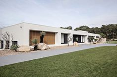 FRONT FACADE & ENTRY | OAK & ORANGE Spring Architecture, Architecture Design, Australia House, Sydney Australia, Palm Springs Style, Modern Exterior, Spring Home, Dom, Modern House Design