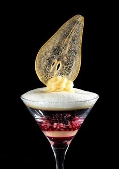 Molecular cuisine combines science and culinary dessert with foam and clear pear faciles gourmet de cocina de postres faciles pasta saludables vegetarianas Cocktail Garnish, Cocktail Sauce, Cocktail Drinks, Cocktail Recipes, Cocktail Movie, Cocktail Attire, Cocktail Shaker, Cocktail Dresses, Fancy Drinks
