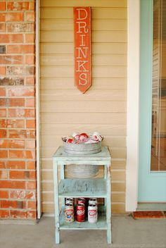 DIY Drink Station from a thrift store side table. Includes a tutorial on how to achieve the weathered paint finish. Diy Außenbar, Easy Diy, Easy Crafts, Diy Bar, Furniture Makeover, Diy Furniture, Restoring Furniture, Recycled Furniture, Diy Outdoor Bar