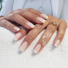 Semi-permanent varnish, false nails, patches: which manicure to choose? - My Nails Gorgeous Nails, Perfect Nails, Pretty Nails, Amazing Nails, Hair And Nails, My Nails, Wedding Nails Design, Nail Swag, Nagel Gel