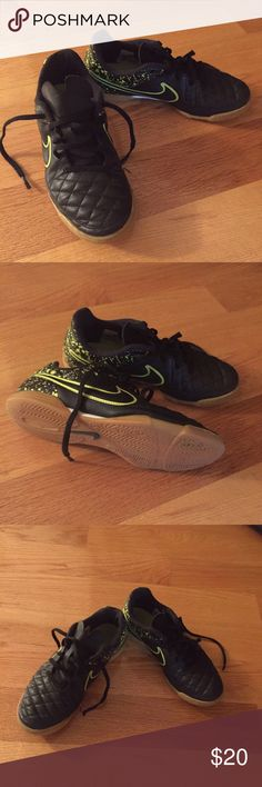 Boys Nike sneakers Lightly worn Nike sneakers for boy. Size 3Y. No scratches or tears. Nike Shoes Sneakers
