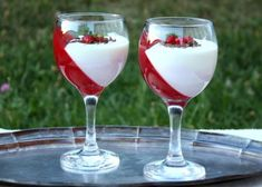 Trinásť dezertov, ktoré hravo pripravíte do pohára - Žena SME Martini, Panna Cotta, Alcoholic Drinks, Champagne, Food And Drink, Wine, Tableware, Glass, Recipes