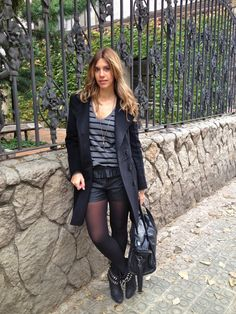 Miss trendy Barcelona: leather & stripes