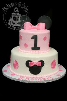 I love this Minnie Mouse-themed first birthday cake. The soft pink buttercream makes it the perfect cake for a sweet little girl. The cak...