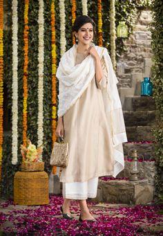 #SummerLights #summer #chikankari #lucknavi #embroidery #women #fashion #soothing #summerwear #kurta #dupatta #evening-bag #ijar-pants #Fabindia
