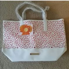 Vince camuto Bella tote Vince camuto tote.  Bella collection Vince Camuto Bags Totes