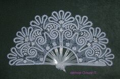 Lace fan - A charming ladies accessory that gives a unique charm and an air of refined mystique. Created with bobbin lace. Romanian Lace, Bobbin Lacemaking, Tambour Embroidery, Bobbin Lace Patterns, Vintage Fans, Point Lace, Lace Making, Simple Art, Lace Design