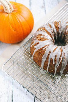 Este rico pastel de calabaza es muy fácil de preparar y queda perfecto para la época de Halloween, prepáralo y sorpréndete de su sabor.