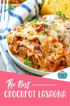Crock Pot Lasagna means no need for an oven! Lasagna noodles, meat sauce and cheese made all in one pot. Easy and delicious! Slow Cooker Barbacoa, Slow Cooker Tacos, Slow Cooker Chili, Crock Pot Slow Cooker, Crock Pot Cooking, Slow Cooker Recipes, Crockpot Recipes, Cooking Recipes, Yummy Recipes