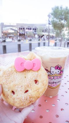 Hello Kitty Cafe Las Vegas: pastry and latte Las Vegas Vacation, Las Vegas Hotels, Italy Vacation, Las Vegas Outfit, Vegas Outfits, Las Vegas Food, Las Vegas Desserts, Las Vegas Eats, Kitty Cafe