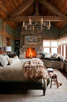 schlafzimmer landhausstil kamin erholungsecke dekokissen cooler ...