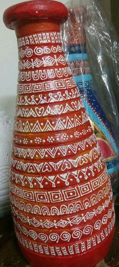Pottery Painting Designs, Pottery Designs, Paint Designs, Worli Painting, Bottle Painting, Glass Bottle Crafts, Bottle Art, Mirror Artwork, Madhubani Painting