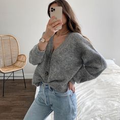 Le Fashion: We Want to Live in This Gray Cardigan and Jeans Look Trendy Outfits, Cute Outfits, Fashion Outfits, Fashion Trends, Fashion Poses, Fashionable Outfits, Female Fashion, Fashion Editorials, Fashion Fashion