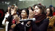 Medlemmer af Canadas oprindelige befolkning overværede sandheds- og forsoningskommissionen præstenterede sin rapport i Ottawa i Canada i går.