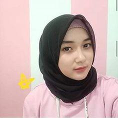 Muslim Beauty, Casual Hijab Outfit, Girl Hijab, Muslim Girls, Beautiful Hijab, Hijab Fashion, Lady, Womens Fashion, Pretty