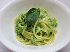 Spagety s cuketou Zucchini, Spaghetti, Deserts, Pizza, Treats, Dishes, Ethnic Recipes, Food, Meal