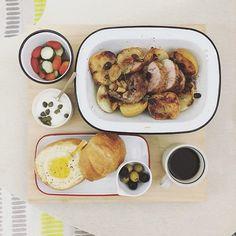 . goooooood morning monday :-P))) . #goodmorning #morning #breakfast #yummy #goodfood #instafood #onthetable  #homemade #foodie #foodstagram #igfood #foodphotography #foodphoto #yum #S_S_iloveBreakfast #朝食 #早餐 #goodmorning #早安 #おはようございます #cooking #porkroll #roastedporkribs #appleonionporkroll #蜂蜜肉桂蘋果洋蔥燉豬肉卷 #林檎 #スペアリブ