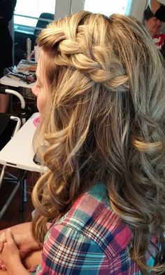 Cute braided bridesmaid hairstyle by Jenna Beth. Southern Belle Beauty, Knoxville hair and makeup stylists