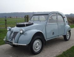 You want to buy a Citroën 2 CV classic car? 35 offers for classic Citroën 2 CV for sale and other classic cars on Classic Trader. French Classic, Old Classic Cars, Classic Cars Online, Burton 2cv, 4x4, 2cv Sahara, Automobile, Psa Peugeot, 2cv6