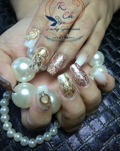 #acrilic #rings #anillos #EffectFlakes #Coffin #PuntaCofin #RoseGold #OroRosa #Rosa #Oro #Escarcha #Perlas #cristales #Beautiful #AcrilicNails #Nails #Diseño #Babyboomer #Desing #Casual #Elegantes #Formal #Bellas#flakeseffect #charmsnails #charms #ringsnails #rings