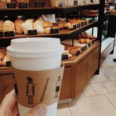 今回は外見にもこだわりたい東京のコーヒー好きに捧げる、テイクアウトカップのデザインがお洒落なコーヒー屋さんをご紹介します。あなたはどれで街を歩きたいですか?